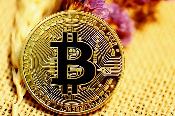 US senator Lummis buys Bitcoins more and more